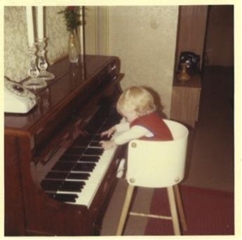 Linda spelar piano 1970