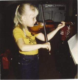 Linda spelar violin 1976